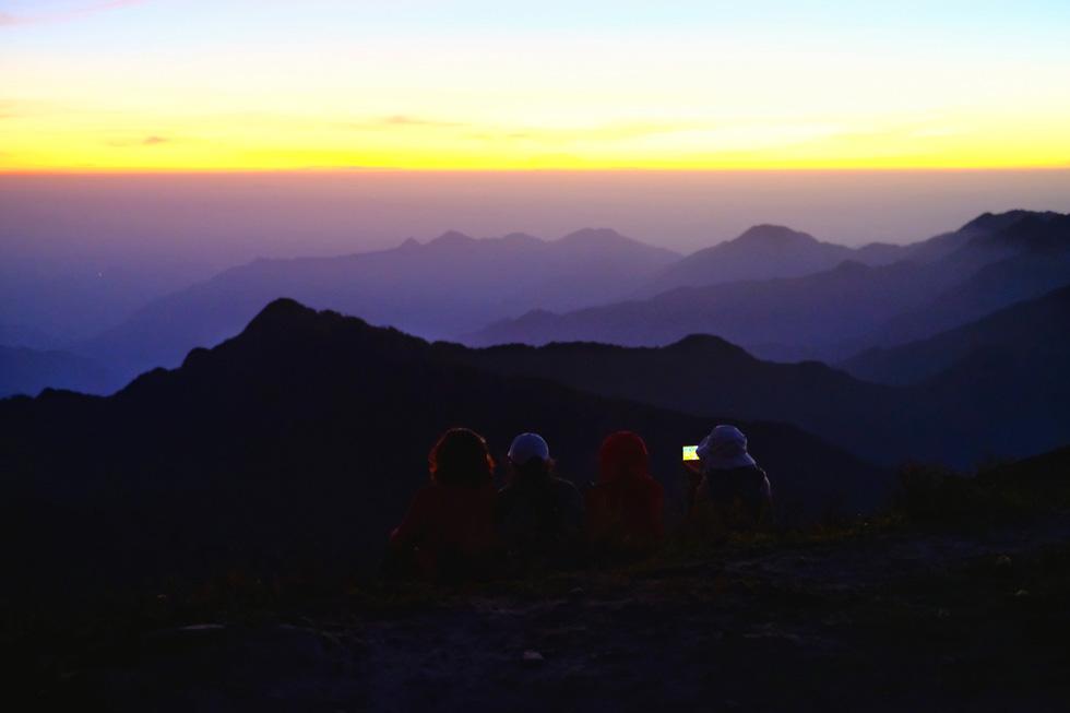 2 ngày leo đỉnh núi Tà Chì Nhù ngắm hoàng hôn tím lịm - Ảnh 8.