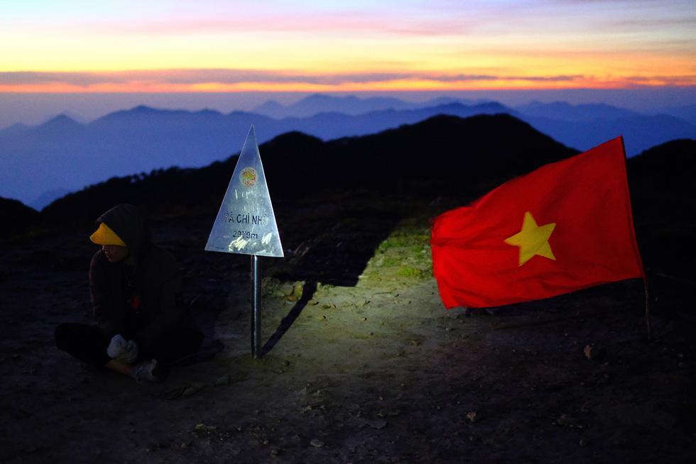 2 ngày leo đỉnh núi Tà Chì Nhù ngắm hoàng hôn tím lịm - Ảnh 9.
