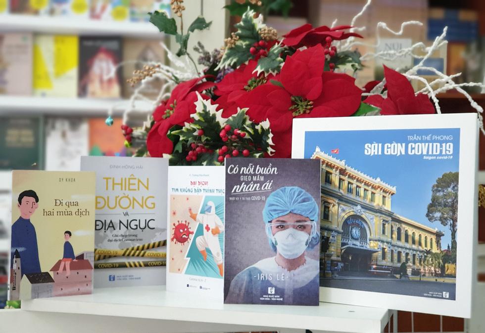 Làng sách 2020: Sách COVID-19, sách đẹp và mặt trái của bán sách online - Ảnh 1.