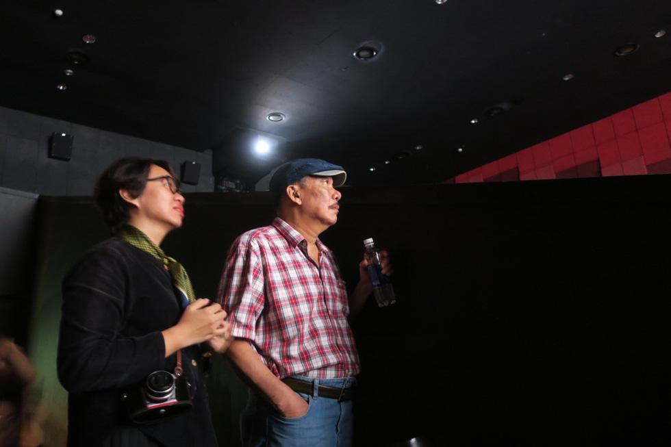 Nhạc sĩ Trần Tiến đến xem Màu cỏ úa, hát Mặt trời bé con và nói: Tôi khỏe như voi - Ảnh 2.