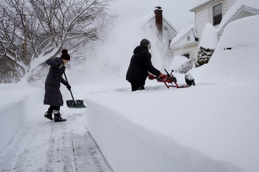 Bão tuyết cực lớn, nhiều nơi của New York chìm trong cả mét tuyết - Ảnh 3.