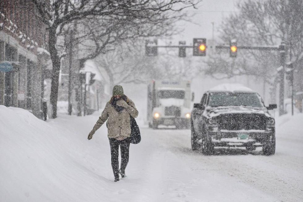 Bão tuyết cực lớn, nhiều nơi của New York chìm trong cả mét tuyết - Ảnh 5.