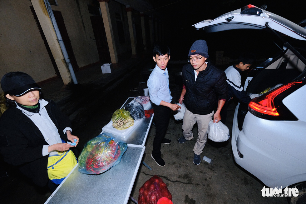 Đỏ lửa xuyên đêm, nấu hơn 2.000 bát phở tặng trẻ vùng núi Nghệ An - Ảnh 7.