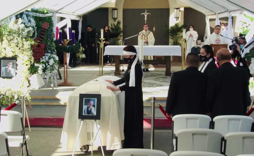 Phương Loan khóc ngất tại lễ an táng nghệ sĩ Chí Tài ở Mỹ - Ảnh 6.