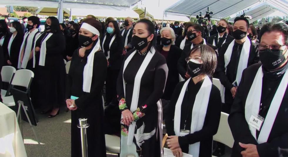 Phương Loan khóc ngất tại lễ an táng nghệ sĩ Chí Tài ở Mỹ - Ảnh 8.