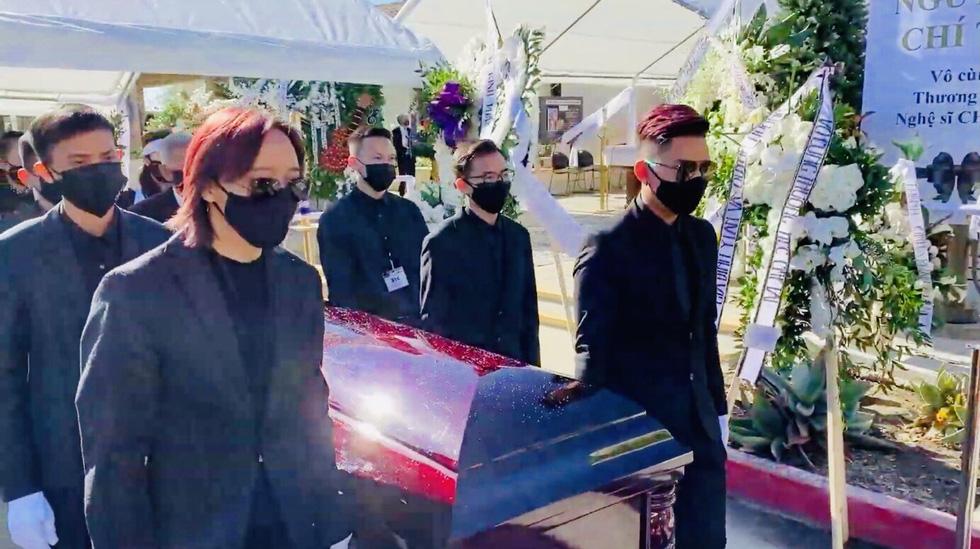 Phương Loan khóc ngất tại lễ an táng nghệ sĩ Chí Tài ở Mỹ - Ảnh 12.