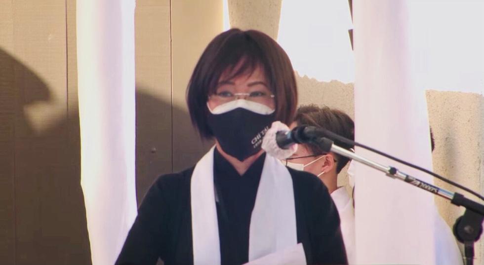 Phương Loan khóc ngất tại lễ an táng nghệ sĩ Chí Tài ở Mỹ - Ảnh 5.
