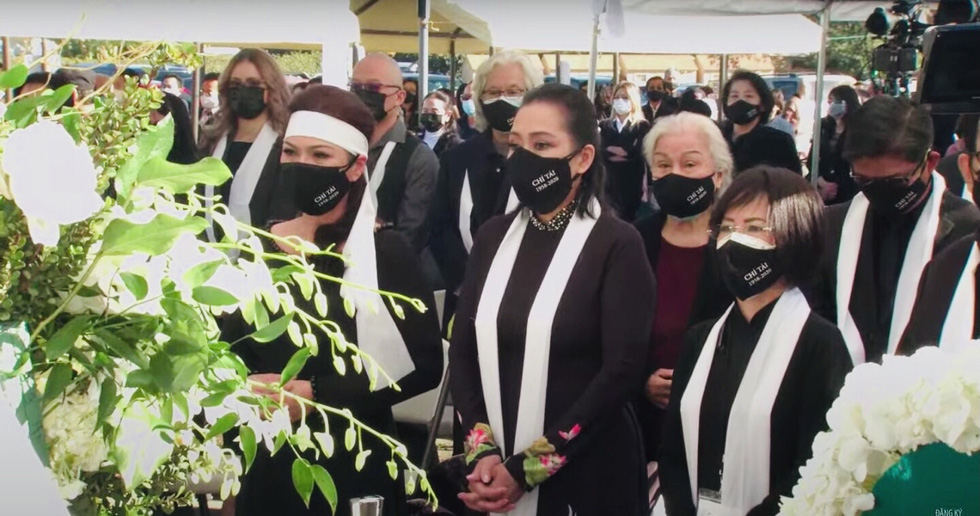 Phương Loan khóc ngất tại lễ an táng nghệ sĩ Chí Tài ở Mỹ - Ảnh 10.