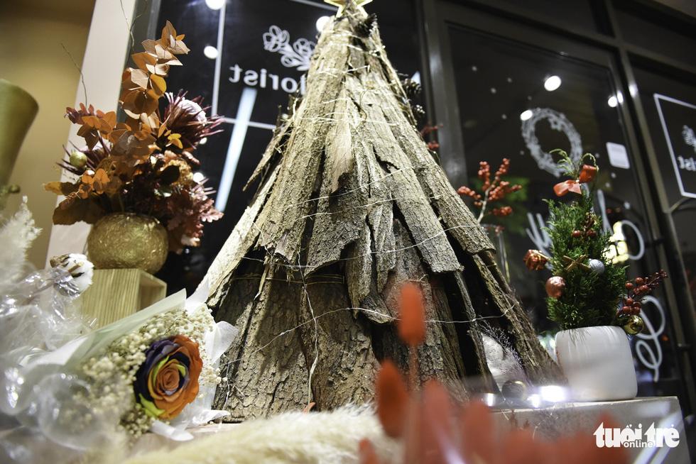 Thông tươi Mỹ giá 50 triệu vẫn cháy hàng dịp Giáng sinh - Ảnh 9.