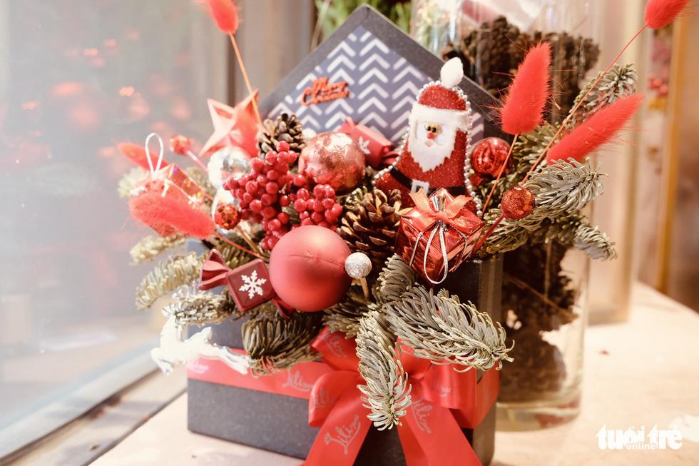 Thông tươi Mỹ giá 50 triệu vẫn cháy hàng dịp Giáng sinh - Ảnh 5.