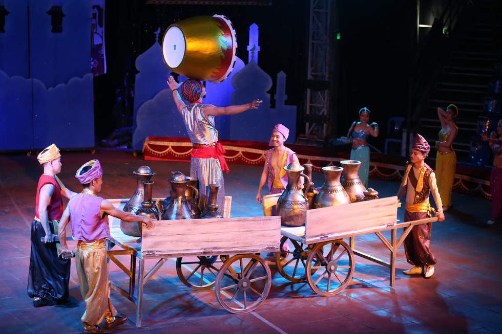 Huyền ảo kịch xiếc Ba Tư trong mùa Noel và tết tây - Ảnh 5.