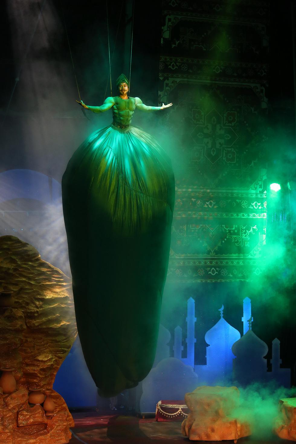 Huyền ảo kịch xiếc Ba Tư trong mùa Noel và tết tây - Ảnh 9.