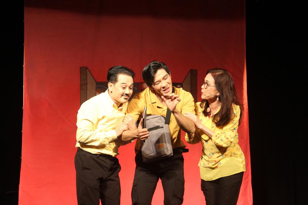 Sân khấu 2020: Dù COVID-19 hành thì người Sài Gòn vẫn thương sàn diễn lắm! - Ảnh 4.