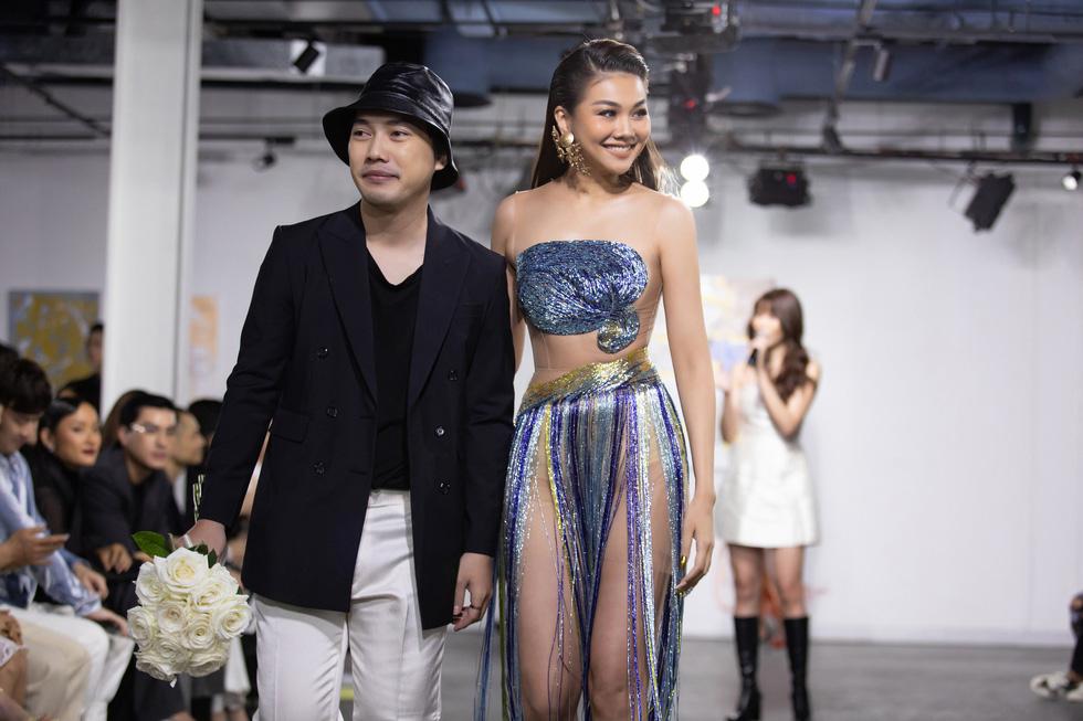 Hoa hậu Việt Nam 2020 Đỗ Thị Hà cùng siêu mẫu Thanh Hằng trong thiết kế tái chế - Ảnh 5.
