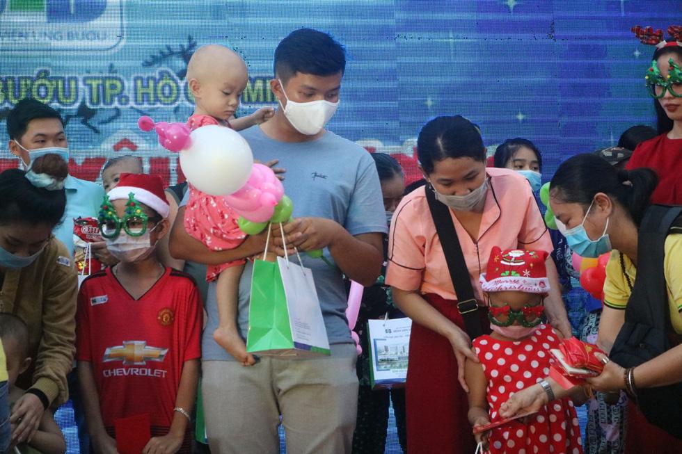 Những điều ước Giáng sinh đặc biệt ở Bệnh viện Ung bướu TP.HCM - Ảnh 8.