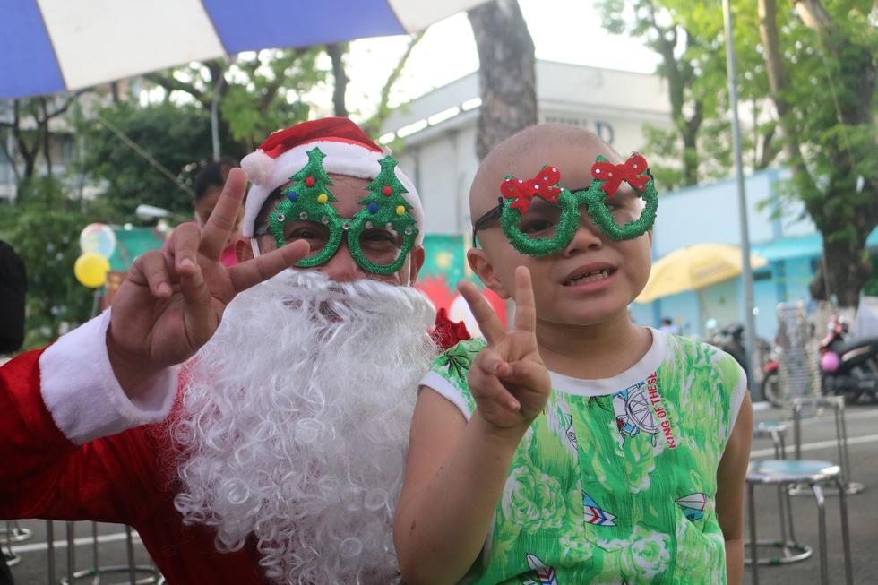 Những điều ước Giáng sinh đặc biệt ở Bệnh viện Ung bướu TP.HCM - Ảnh 1.