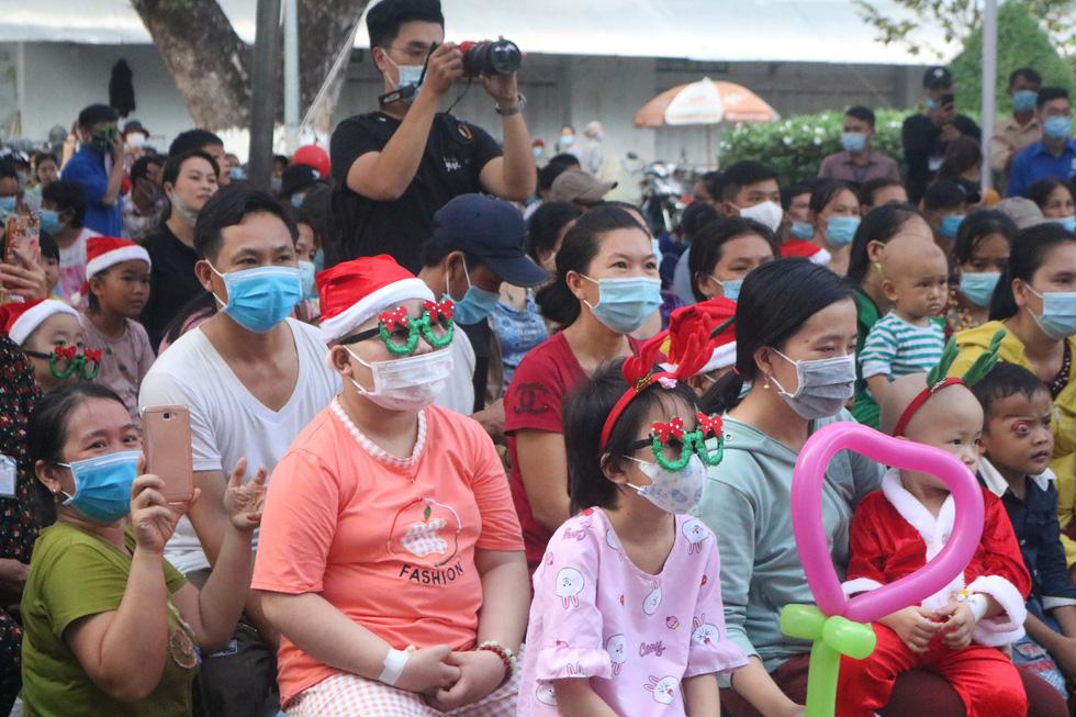 Những điều ước Giáng sinh đặc biệt ở Bệnh viện Ung bướu TP.HCM - Ảnh 5.