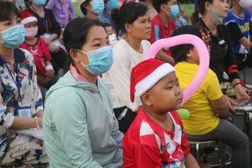 Những điều ước Giáng sinh đặc biệt ở Bệnh viện Ung bướu TP.HCM - Ảnh 6.