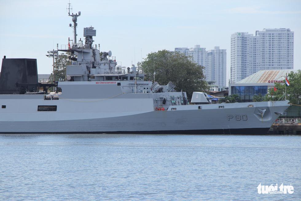 Cận cảnh tàu chiến săn ngầm Ấn Độ chở hàng viện trợ miền Trung Việt Nam - Ảnh 5.