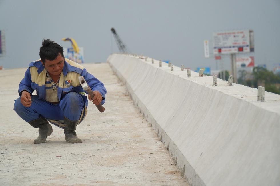 Cao tốc Trung Lương - Mỹ Thuận dồn sức thông xe trước tết - Ảnh 3.