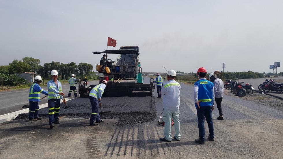 Cao tốc Trung Lương - Mỹ Thuận dồn sức thông xe trước tết - Ảnh 6.