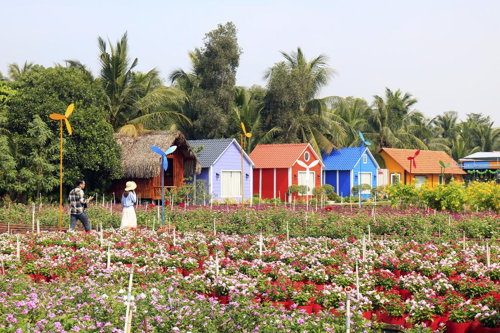 Say ngắm vườn hoa Đà Lạt nở rộ bên sông Sài Gòn - Ảnh 8.