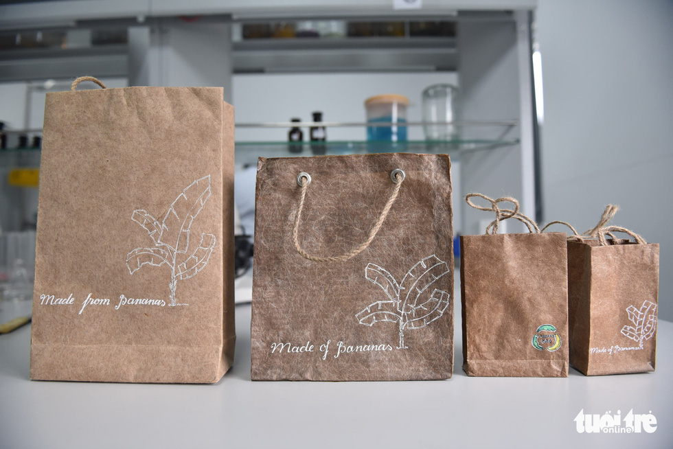 Chế túi giấy từ cây chuối của nhóm sinh viên TP.HCM - Ảnh 12.