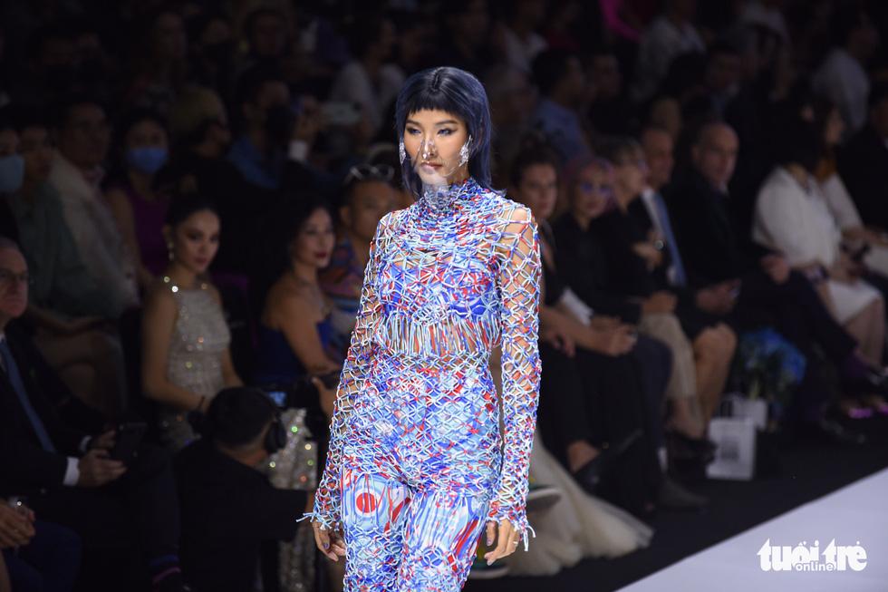 Dàn hoa hậu, á hậu thần thái cá tính mở màn Tuần lễ thời trang quốc tế Việt Nam - Ảnh 1.