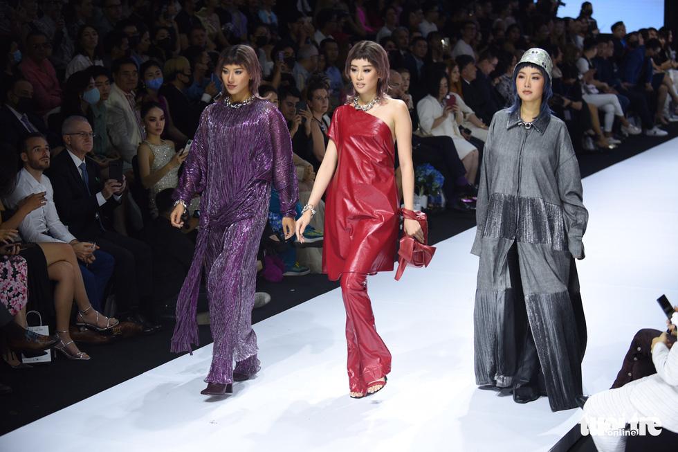 Dàn hoa hậu, á hậu thần thái cá tính mở màn Tuần lễ thời trang quốc tế Việt Nam - Ảnh 4.