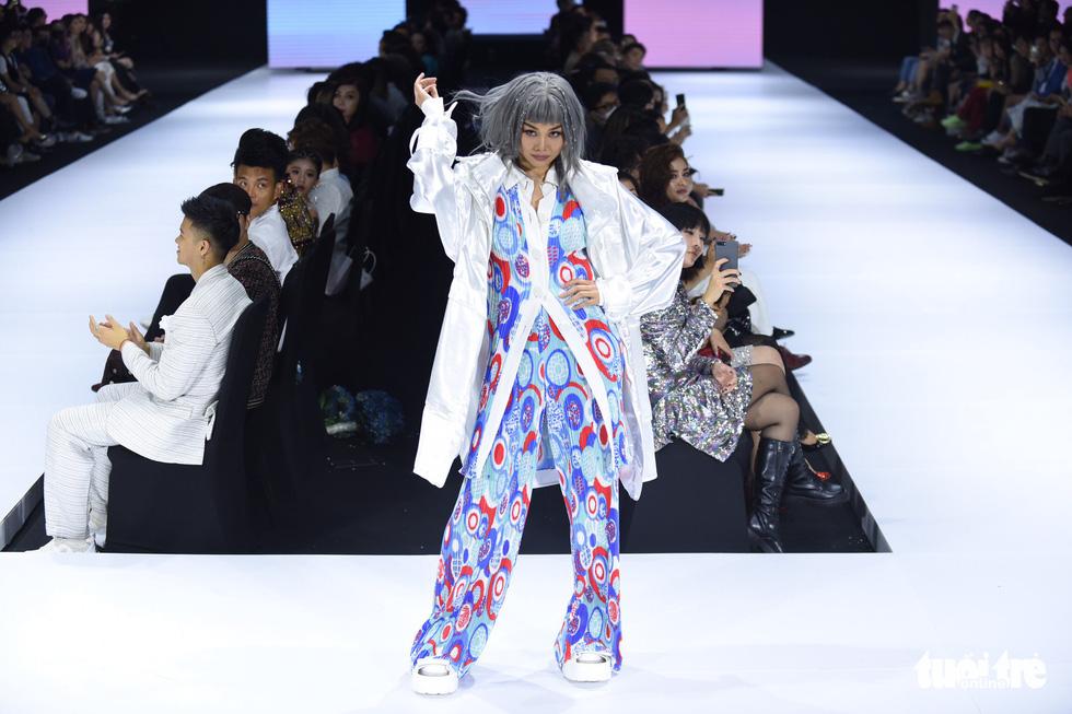 Dàn hoa hậu, á hậu thần thái cá tính mở màn Tuần lễ thời trang quốc tế Việt Nam - Ảnh 2.
