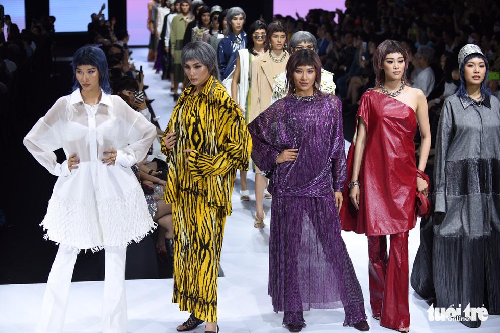 Dàn hoa hậu, á hậu thần thái cá tính mở màn Tuần lễ thời trang quốc tế Việt Nam - Ảnh 6.