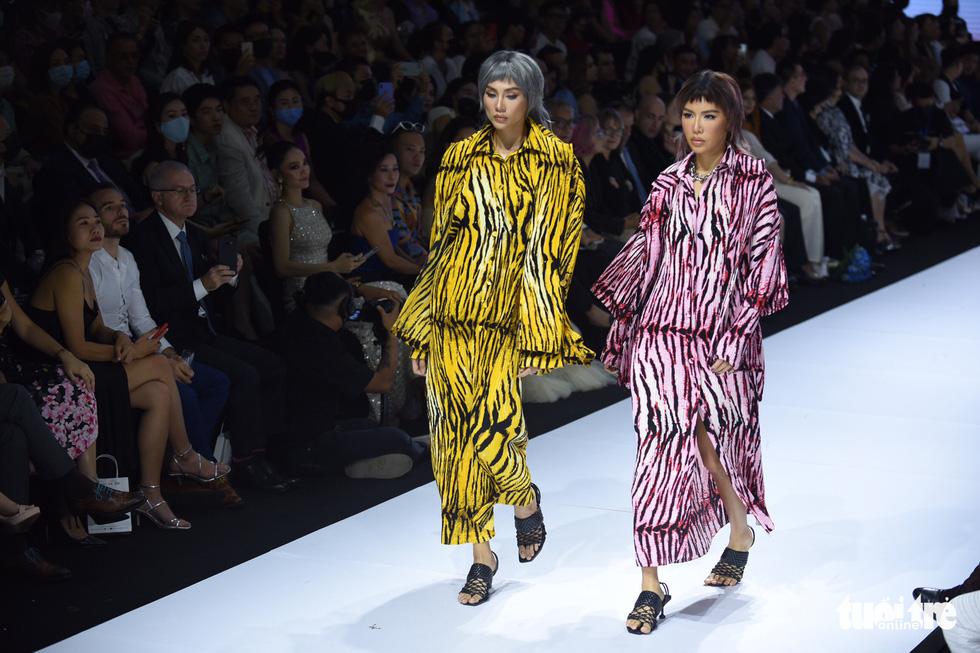 Dàn hoa hậu, á hậu thần thái cá tính mở màn Tuần lễ thời trang quốc tế Việt Nam - Ảnh 3.