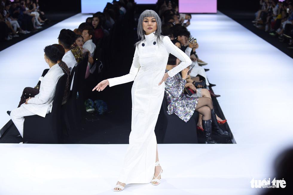 Dàn hoa hậu, á hậu thần thái cá tính mở màn Tuần lễ thời trang quốc tế Việt Nam - Ảnh 8.