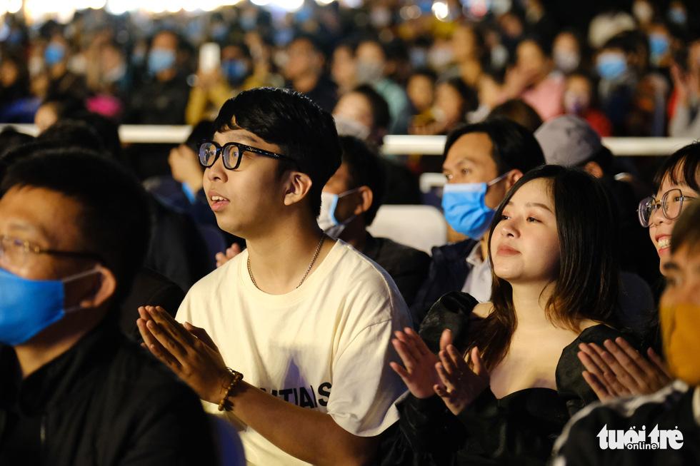 Đức Phúc xuất hiện khuấy đảo lễ hội Đà Nẵng chào năm mới 2021 - Ảnh 3.