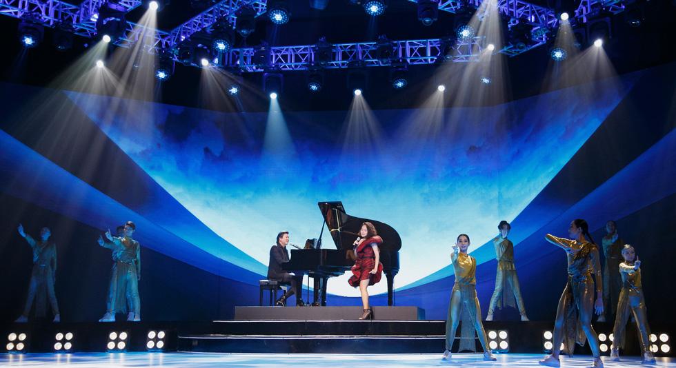 Binz, Hoàng Thùy Linh, Min 'đốt nóng' sân khấu ảo của lễ hội ánh sáng 2021 - Ảnh 1.