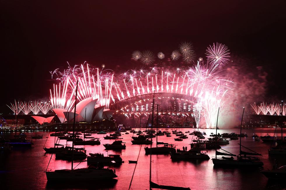 Chào 2021: Hàn Quốc đón giao thừa lặng lẽ, Triều Tiên mở nhạc hội, bắn pháo hoa - Ảnh 9.
