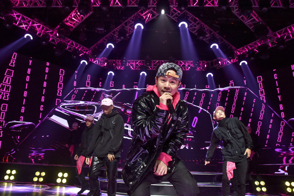 Binz, Hoàng Thùy Linh, Min 'đốt nóng' sân khấu ảo của lễ hội ánh sáng 2021 - Ảnh 8.