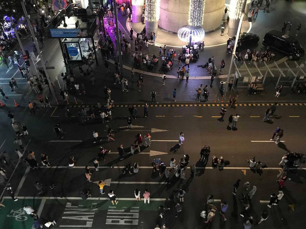 Chào 2021: Hàn Quốc đón giao thừa lặng lẽ, Triều Tiên mở nhạc hội, bắn pháo hoa - Ảnh 12.