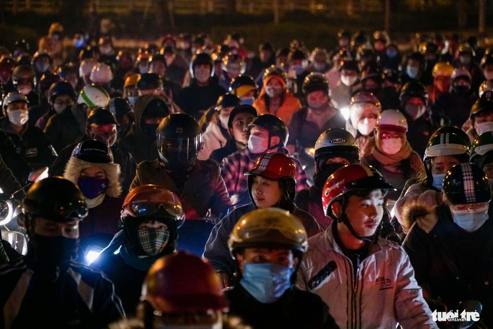 Đường phố Hà Nội tiến thoái lưỡng nan trong ngày cuối năm - Ảnh 5.