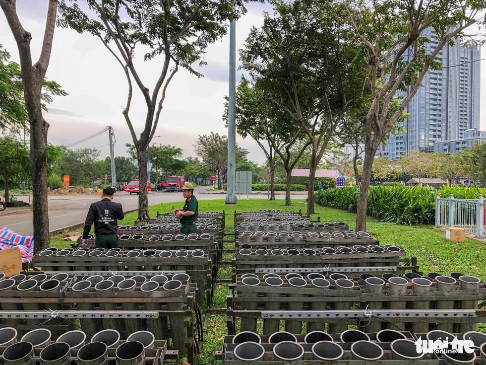 Toàn cảnh trận địa pháo hoa sẵn sàng đón năm mới 2021 tại TP.HCM - Ảnh 13.