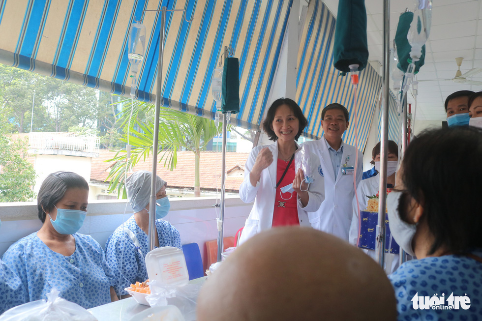 Bữa cơm ngày cuối năm của bệnh nhân ung thư ở Bệnh viện Từ Dũ - Ảnh 7.