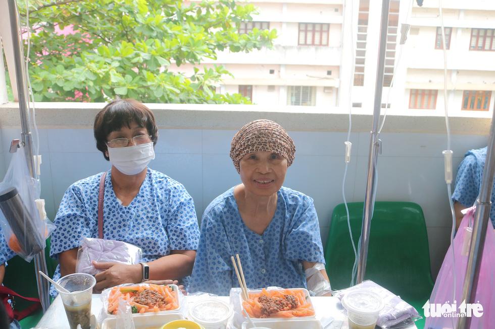 Bữa cơm ngày cuối năm của bệnh nhân ung thư ở Bệnh viện Từ Dũ - Ảnh 6.