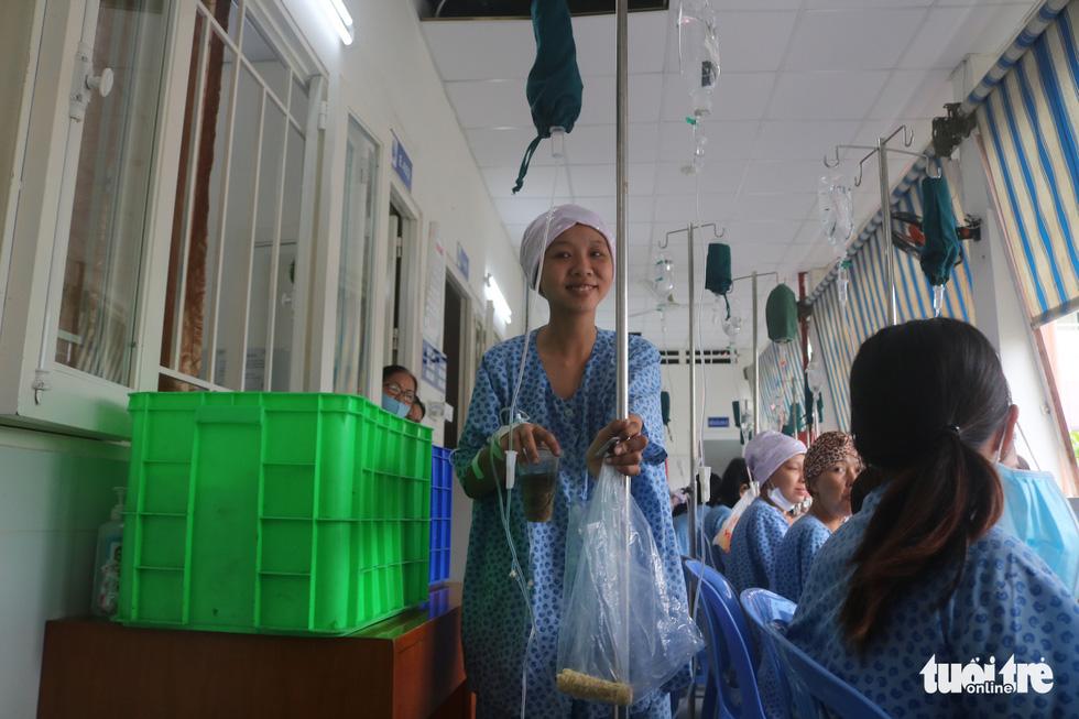 Bữa cơm ngày cuối năm của bệnh nhân ung thư ở Bệnh viện Từ Dũ - Ảnh 11.