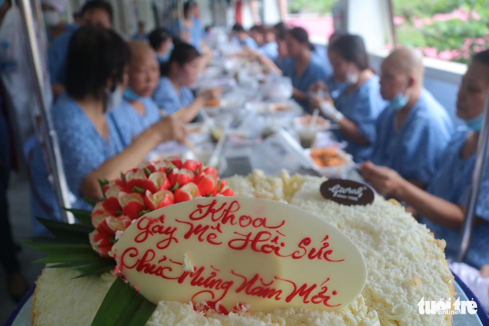 Bữa cơm ngày cuối năm của bệnh nhân ung thư ở Bệnh viện Từ Dũ - Ảnh 3.
