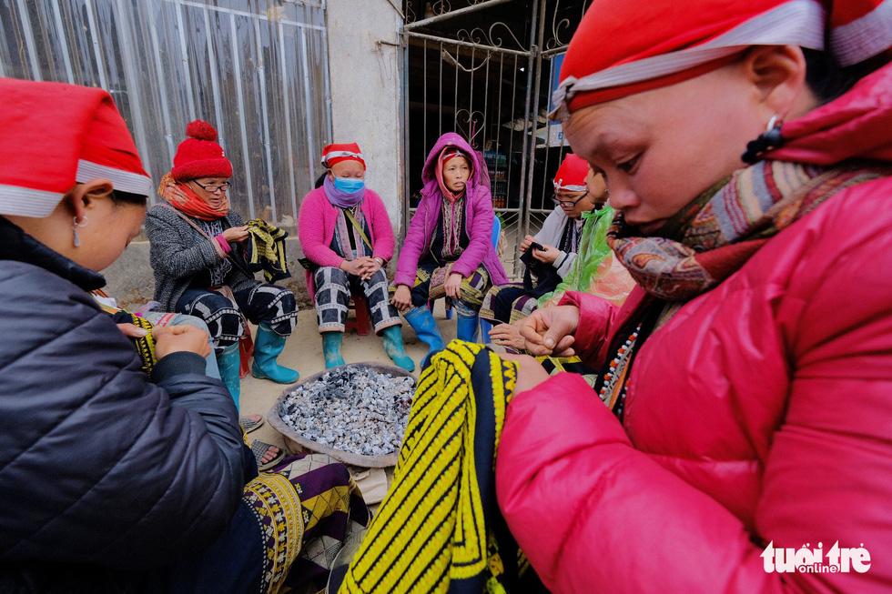 Người dân co ro trong rét 3 độ C ở Sa Pa - Ảnh 3.