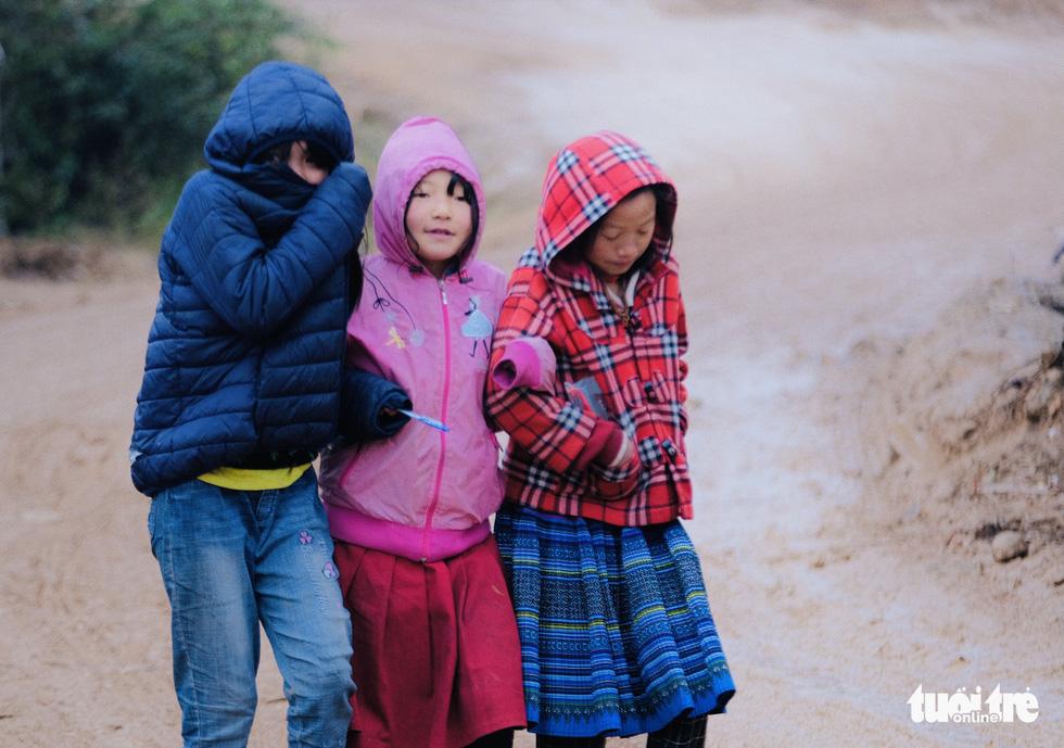 Người dân co ro trong rét 3 độ C ở Sa Pa - Ảnh 10.