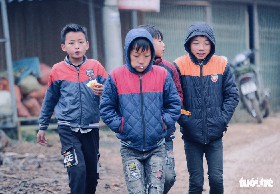 Người dân co ro trong rét 3 độ C ở Sa Pa - Ảnh 11.