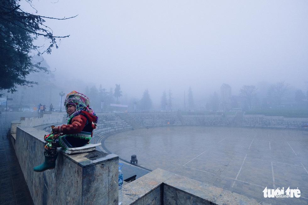 Người dân co ro trong rét 3 độ C ở Sa Pa - Ảnh 2.