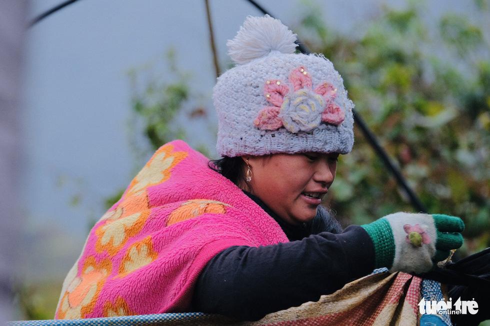 Người dân co ro trong rét 3 độ C ở Sa Pa - Ảnh 7.