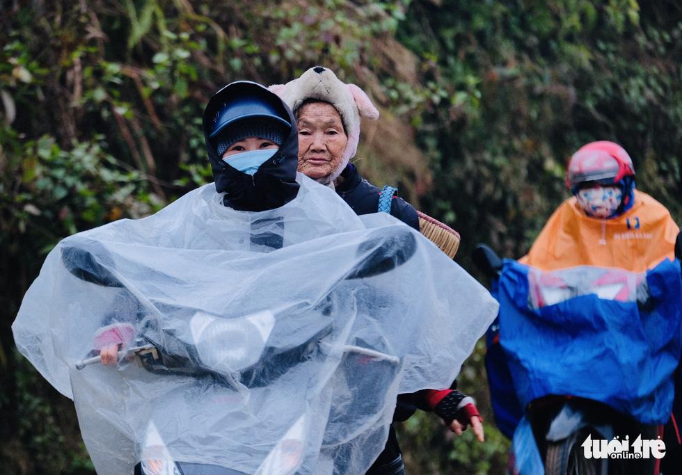 Người dân co ro trong rét 3 độ C ở Sa Pa - Ảnh 4.